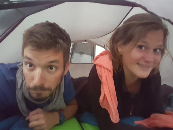 Soirée tente sous la pluie