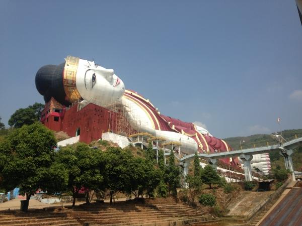 Le plus grand bouddha couché au monde